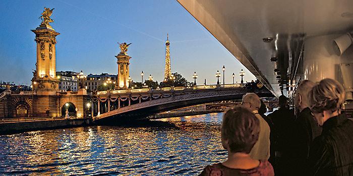 paris_floating_hotel_on_the_seine